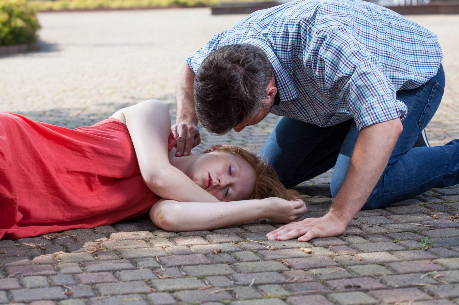 Omdlenie: jak pomóc choremu?