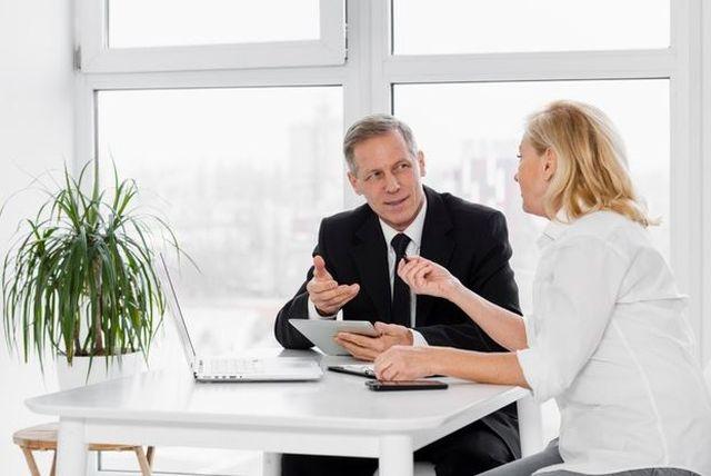 Jak wzbudzić zaufanie na spotkaniu biznesowym?