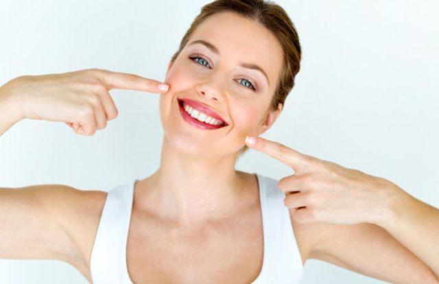 Jak zadbać o usta, aby cieszyły zdrowym wyglądem? Jakich kosmetyków używać?